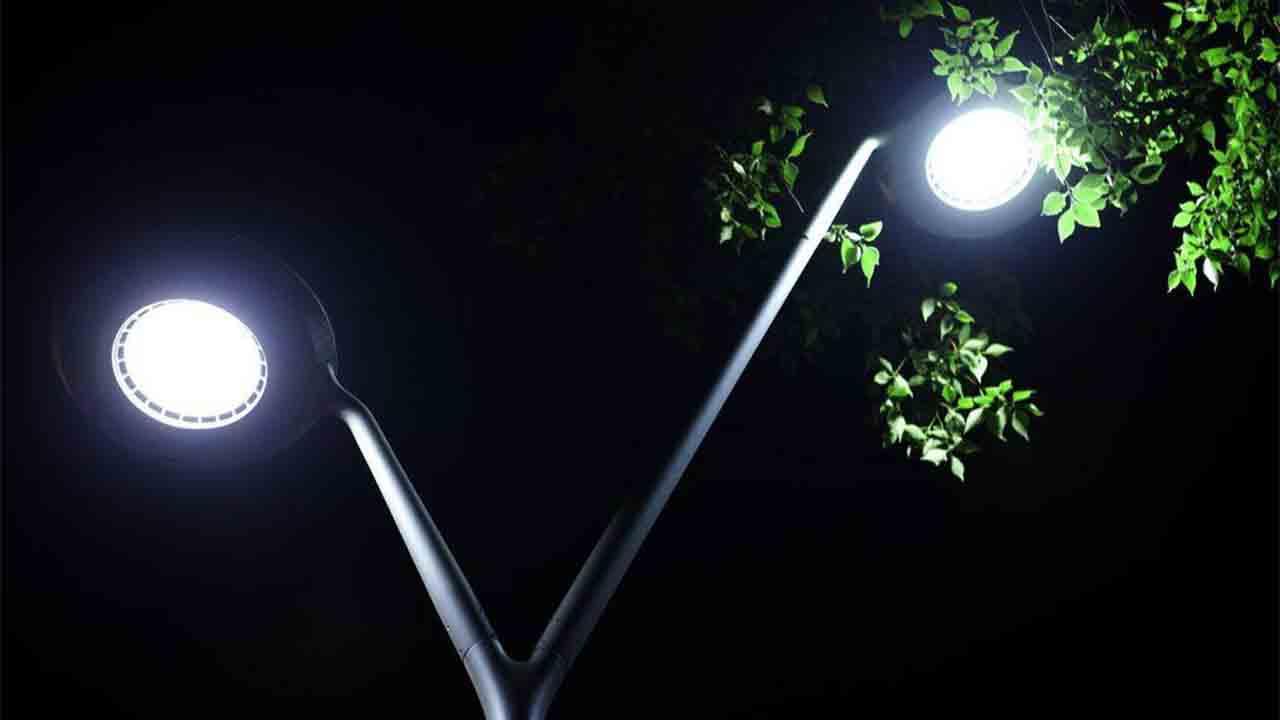La nueva iluminación de las calles de Barcelona avanza a buen ritmo