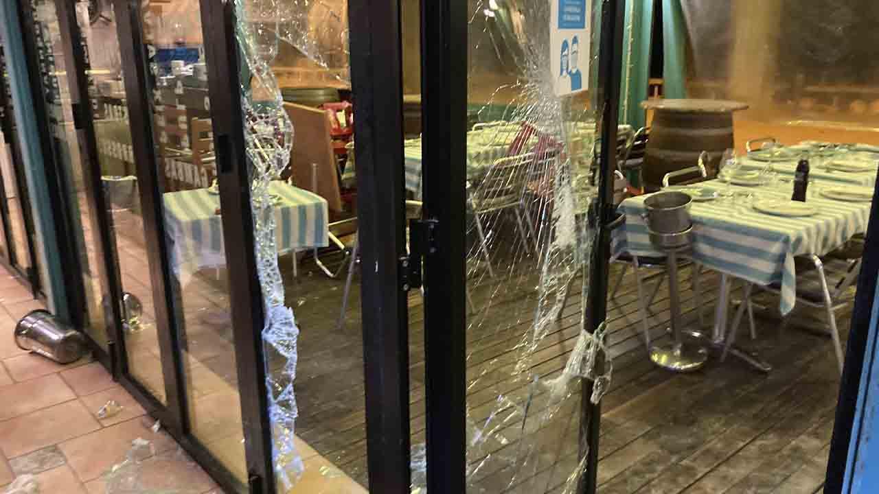 30 detenidos en otra noche de botellones y disturbios