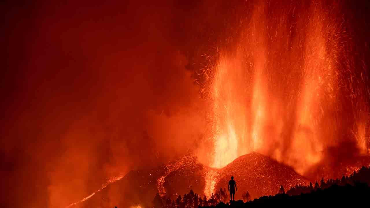 Entra en erupción el volcán Cumbre Vieja de La Palma