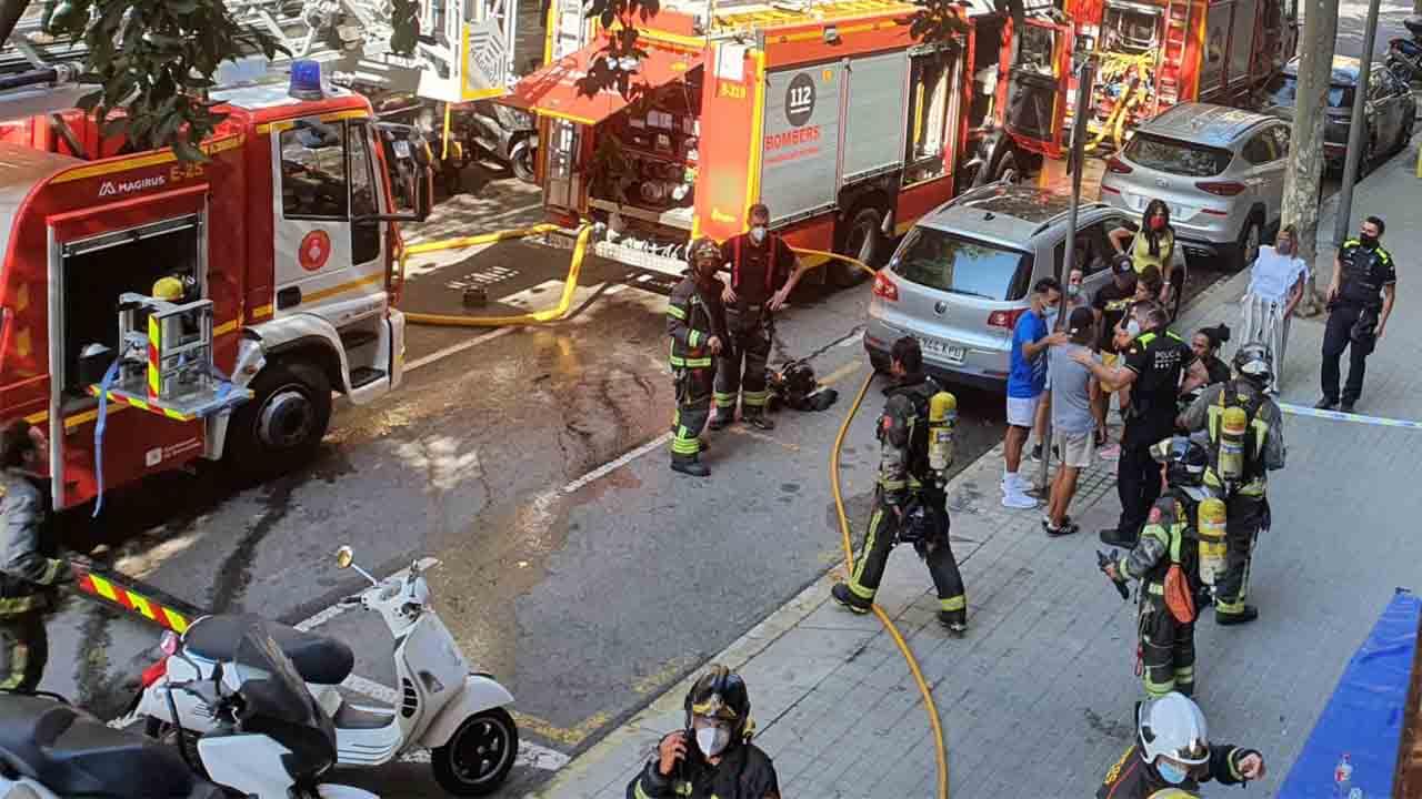 Incendio en un bloque de viviendas del Eixample