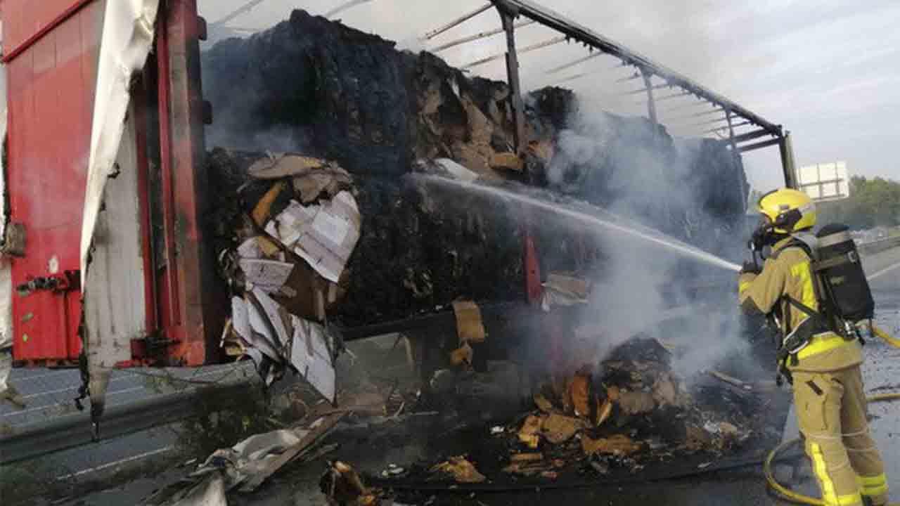 Se incendia un camión en Sant Cugat del Vallès