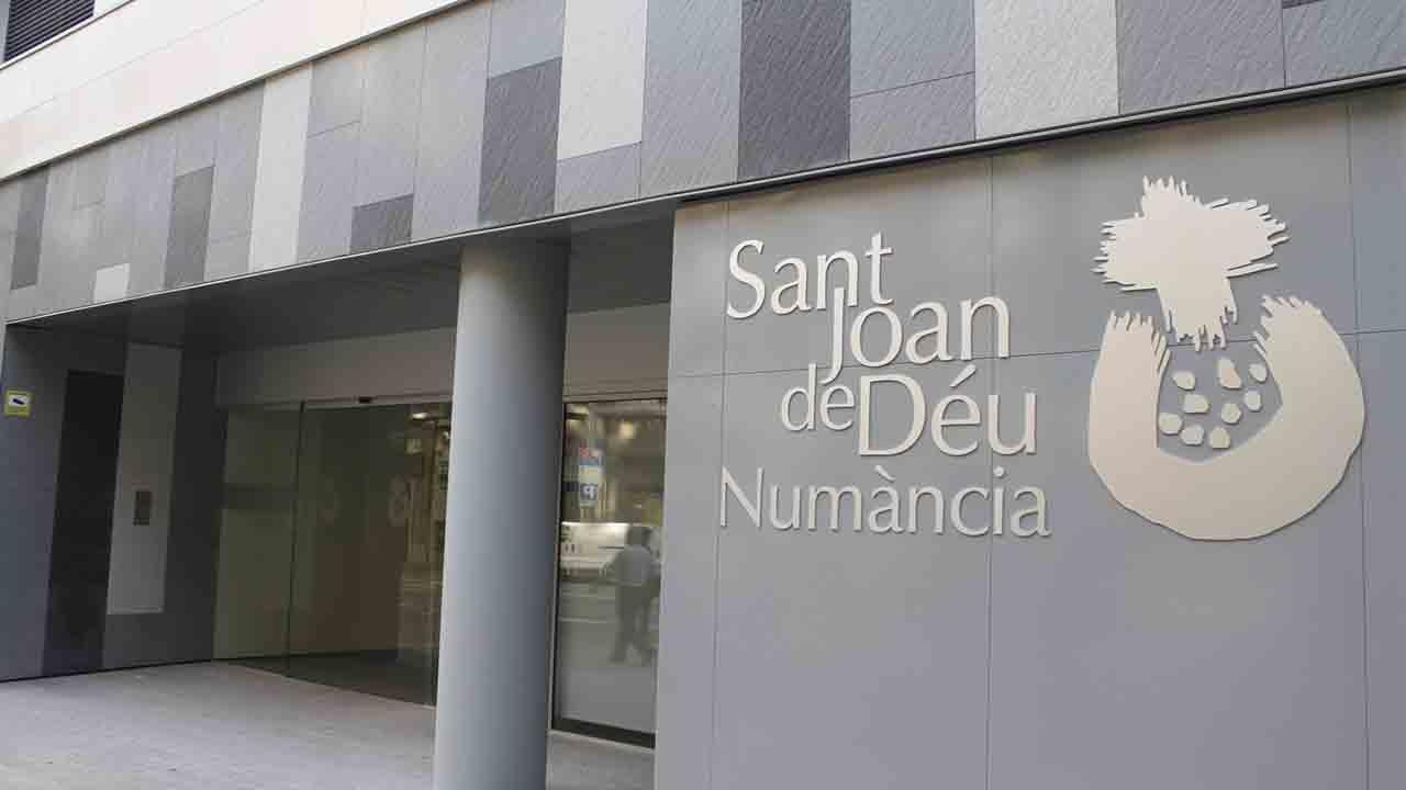 Ocho heridos por un incendio en el Hospital Sant Joan de Déu